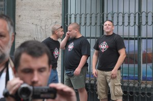 Some of the attackers with shirts of the right-wing extremist organization HVIM